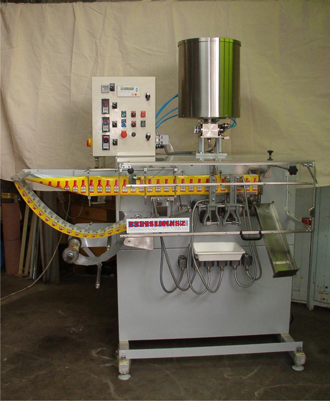 Automatyczna maszyna pakująca typ AP-4 z dozownikiem mas półpłynnych