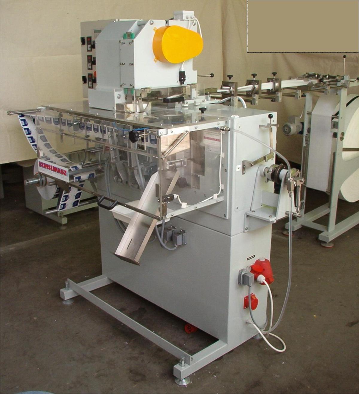 Automatyczna maszyna pakująca typ AP-4 z dozownikiem chusteczek